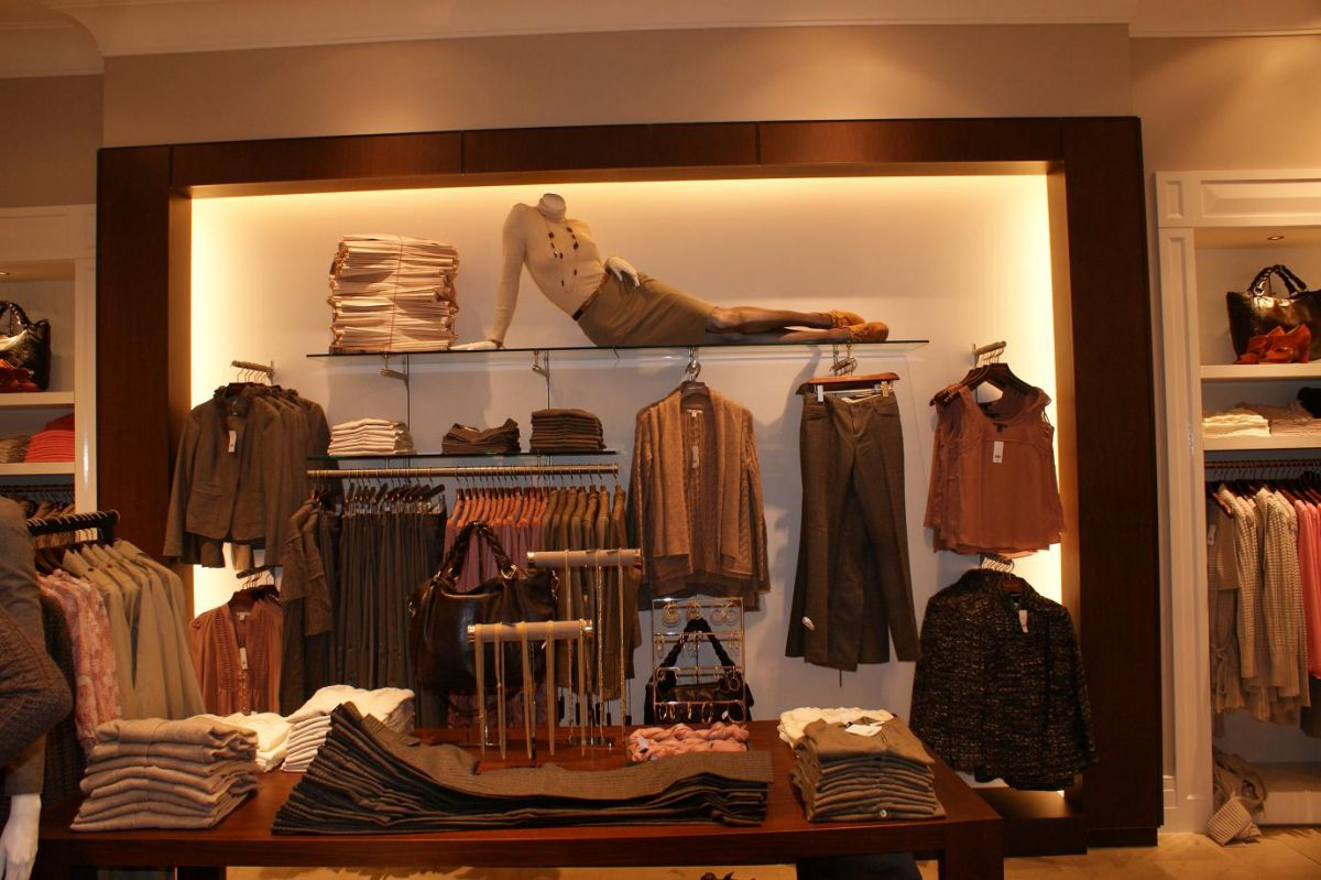 retail clothing display manufactured and installed by Aspen Concepts