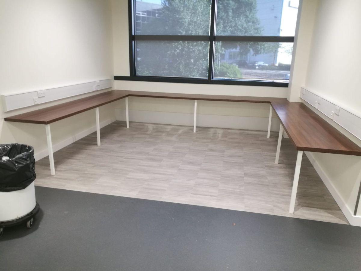 u shaped hot desk