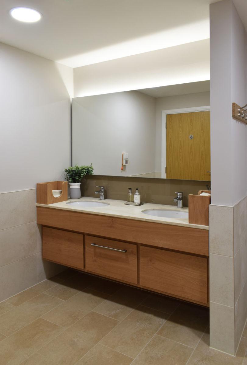 washroom double vanity unit